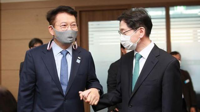 """송영길 """"김경수 지사, 좀 야윈 듯…손 맞잡고 함께할 것"""""""