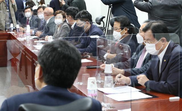 [11월 18일 조간칼럼 핵심요약] 나쁜 선례 남긴 여권의 김해신공항 '정치논리' 뒤집기