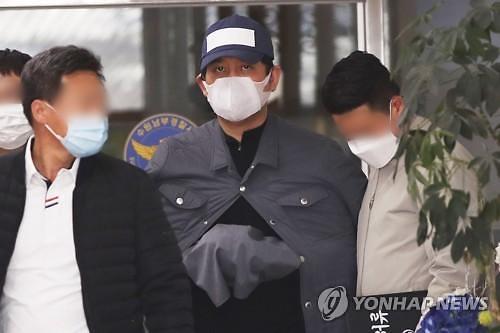 """검사 술접대 의혹 김봉현 """"여권 상대 로비는 없었다"""""""
