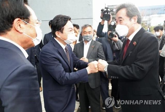 """이낙연 """"제주, 그린혁명에 앞장…전기차 배터리 산업 응원"""""""