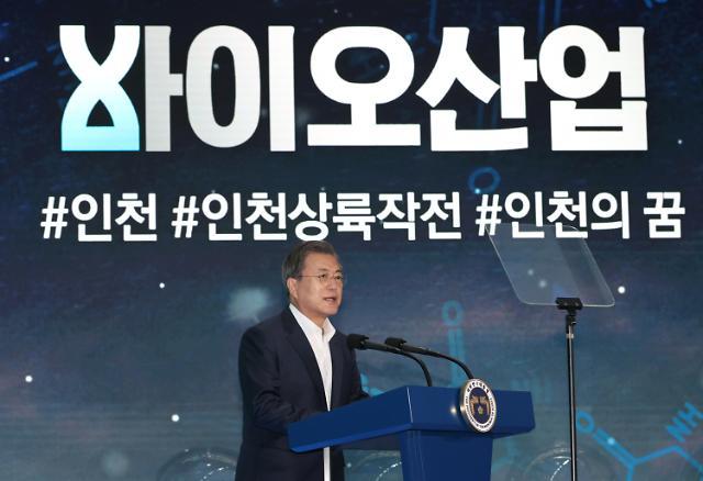 [포토] 바이오산업 강조하는 문재인 대통령