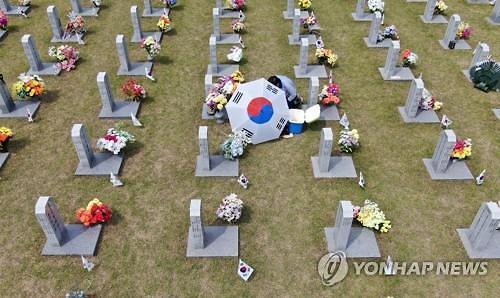 병사와 나란히...장군 묘지 8평→1평 변경 후 공군 준장 첫 안장