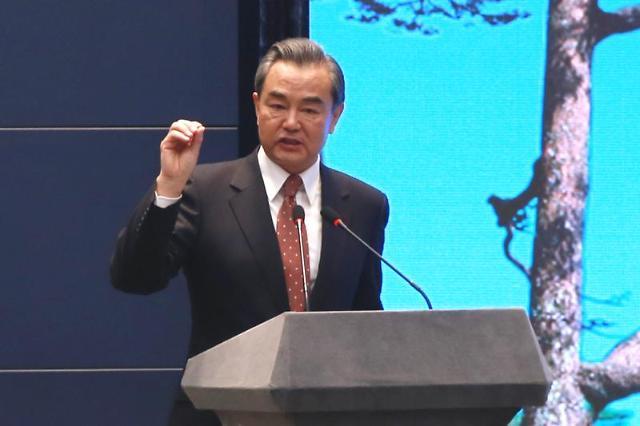 中 왕이 외교부장, 오는 24일 스가 日 총리 만난다