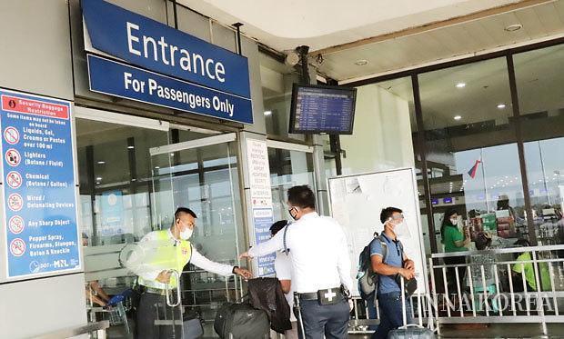 마닐라국제공항 출입구 모습