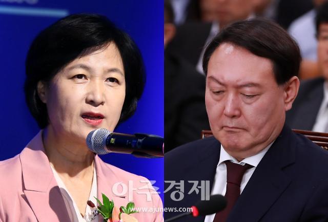 """추미애 """"비위심각 윤석열 직무정지""""…윤석열 """"법적 대응""""(종합)"""