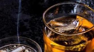 Hàn Quốc : Mức tiêu thụ rượu·thuốc lá theo hộ gia đình tăng cao kỷ lục trong dịch Covid19