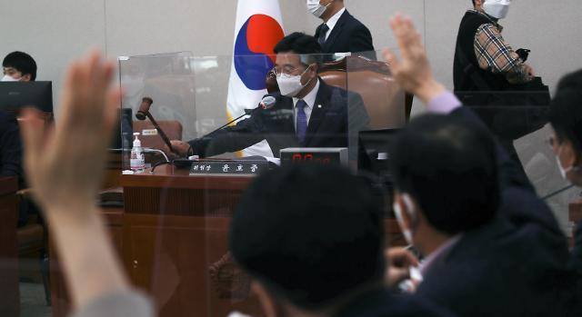 """""""윤석열 온다""""고 하자 국회 법사위 30분만에 산회"""