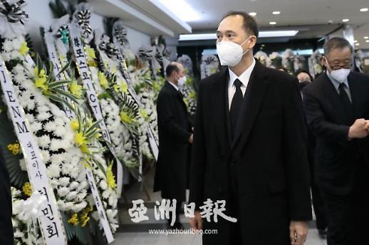 中国驻韩国大使馆职员一行吊唁李世基