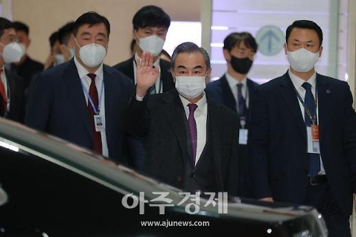 中国外长王毅抵达韩国
