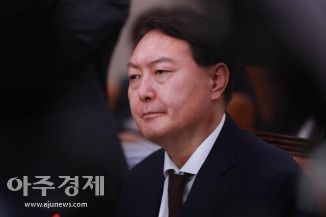 """""""직무정지 멈춰달라""""…윤석열 25일 밤 집행정지 온라인 신청"""