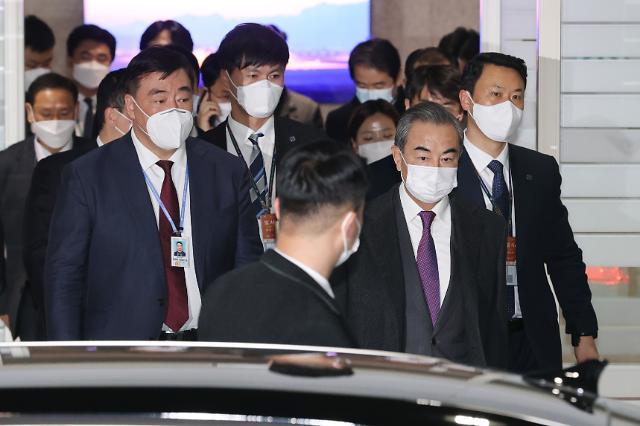 文 대통령, 오늘 중국 왕이 접견…시진핑 방한 논의하나