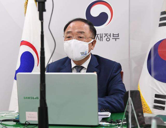 """[속보] 홍남기 """"외식쿠폰, 배달앱 등 비대면 결제 허용 검토"""""""