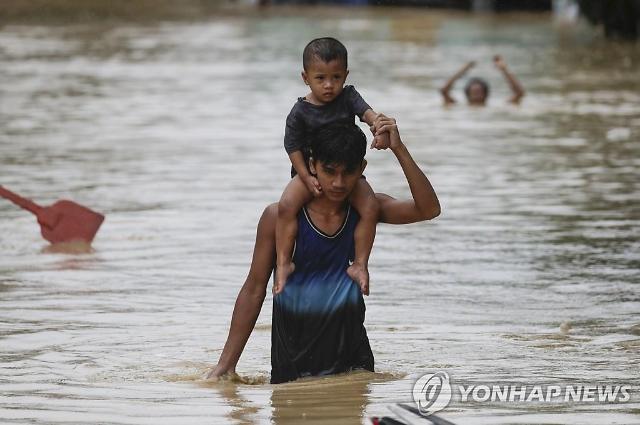 """흔들리는 필리핀…""""내년에도 금융위기 수준"""""""