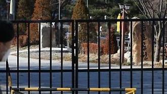 Quân đội Hàn Quốc thắt chặt giãn cách xã hội, cấm tất cả các trường hợp đi nghỉ và chuyến thăm ngoài cơ sở