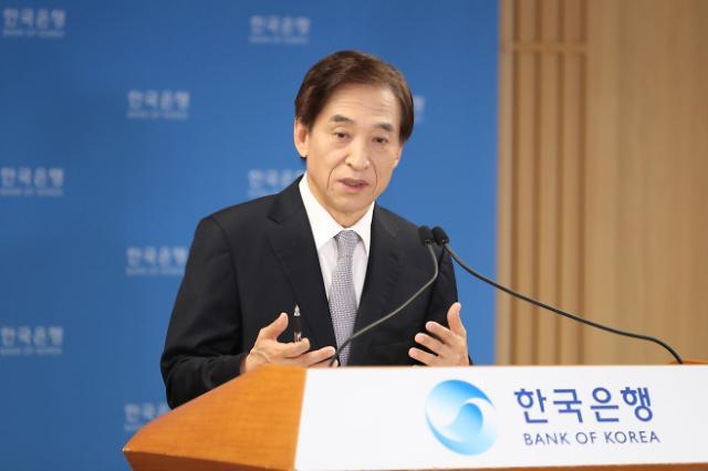 """이주열 총재 """"경기 회복세 아직 아니야…코로나 3차 유행, 2차보다 충격 클 것"""""""