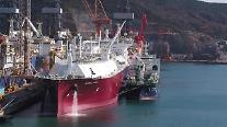 大宇造船海洋、世界初「船舶対船舶」のLNG船積み作業に成功
