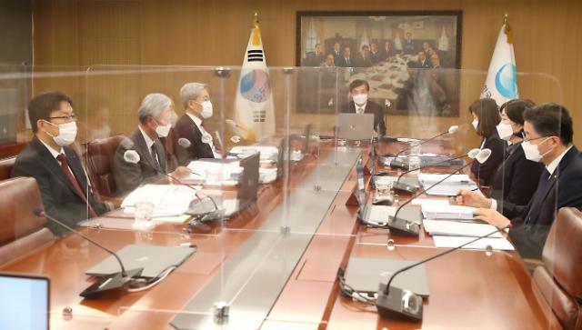 韩央行维持基准利率0.5%不变 上调今年经济增长预期至-1.1%