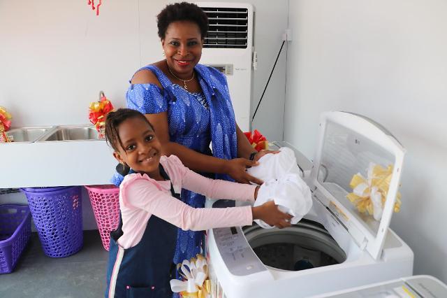LG전자, 나이지리아에 무료 세탁방 개소…'정전에도 OK