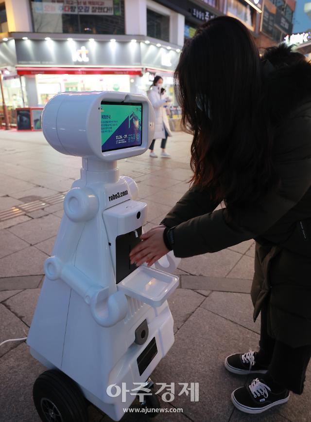 [포토] 퓨처쇼, 친절한 자율주행방역 로봇