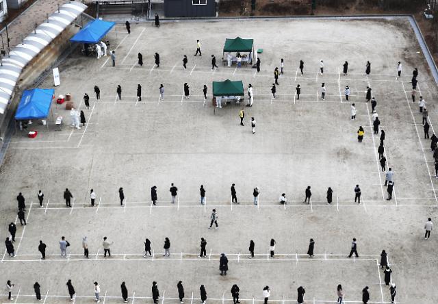 [코로나19] 지역발생 400.1명 기록, 2.5단계 범위…내일 거리두기 격상 논의