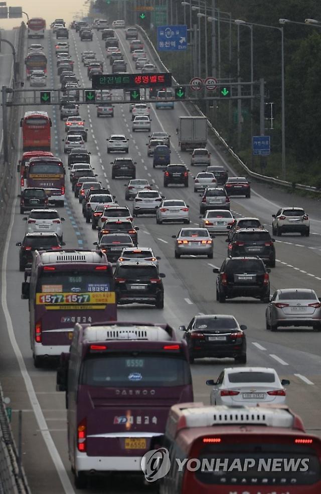 [코로나19] 고속도로 차량…확진자 두자리 때보다 오히려 늘었다