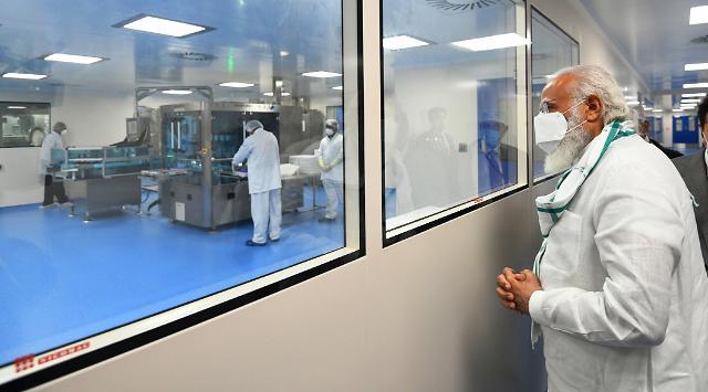 인도서 아스트라제네카 백신 2주내 긴급사용 신청...先생산 분량 바로 배포