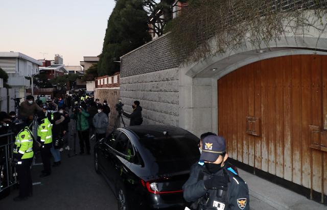 回忆录诋毁民运人士 前总统全斗焕今日出庭受审