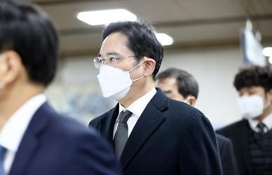 이재용 부회장 일주일만에 국정농단 재판 출석…묵묵부답