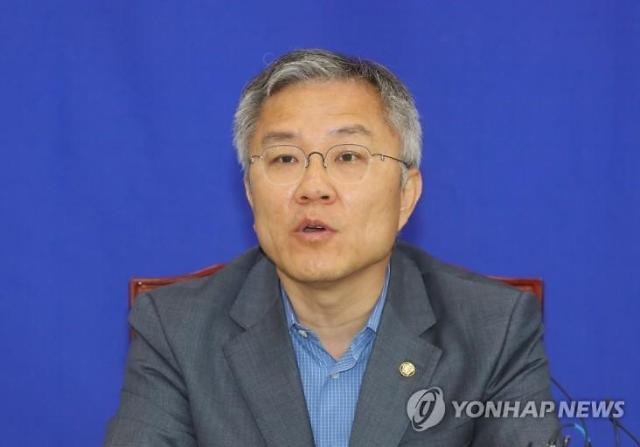 재판 중인 최강욱, 법사위로 상임위 이동…김진애와 맞바꿔