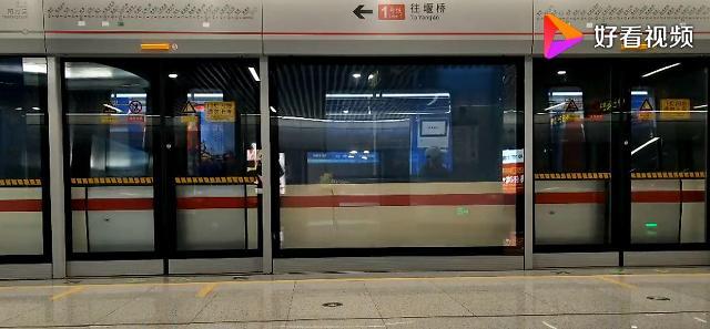 """""""스크린도어에서 재생되는 광고"""" 중국 지하철 적자난 해법"""