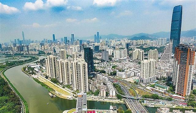 """中 선전시 부동산 광풍에… 궈수칭 """"부동산이 회색코뿔소"""" 경고"""