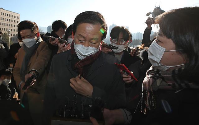 검찰총장에 티켓 로비…감찰위원 과거 이력 논란
