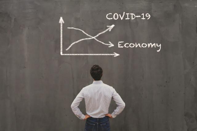 """수출·소비 살아났지만 불확실성 여전… OECD """"가계·기업 지원 계속돼야"""""""