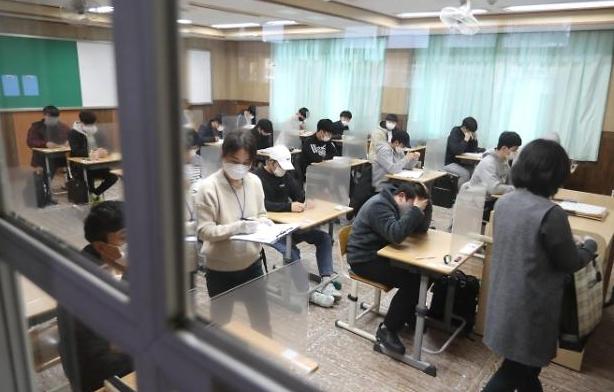 Kỳ thi tuyển sinh đại học quốc gia Hàn Quốc bắt đầu giữa đại dịch