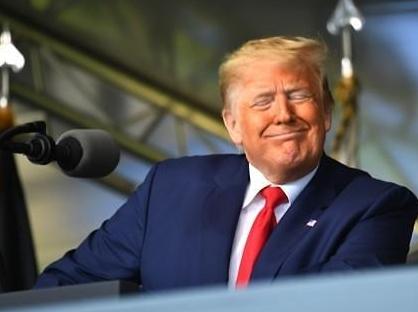 트럼프 中공산당원 미국 방문 막겠다...중국인 비자 제한