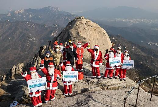 Merry Christmas 圣诞老人登上北汉山