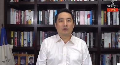 문재인 대통령 명예훼손 강용석, 체포 8시간만 귀가