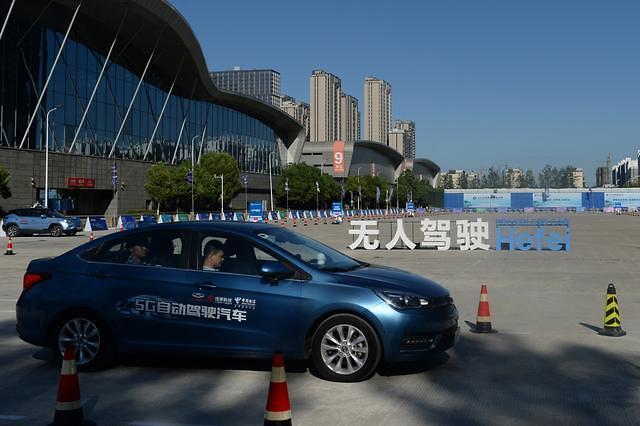 바이두, 베이징서 첫 완전 자율주행 테스트 통과...관련주 뜨네