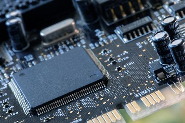 반도체·LCD 영향에 대기업 휘청...양극화 완화 착시 효과