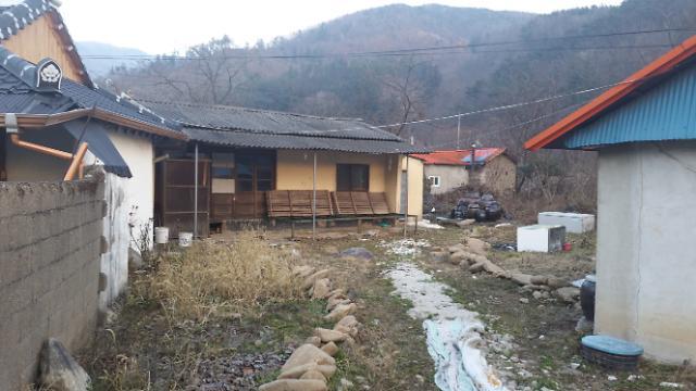韩优兔主播探险废弃房屋 惊现腐败尸体