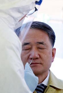 韩保健福祉部长官受新冠抗原检测