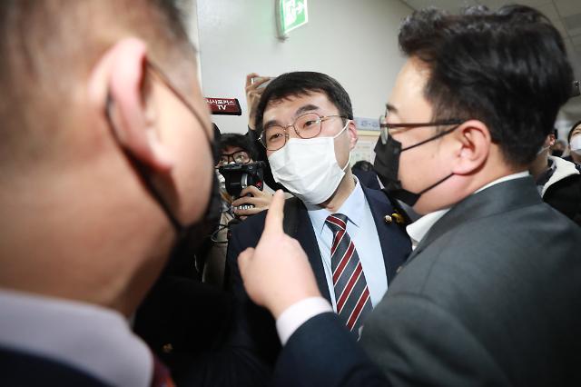 [민주당 이슈메이커] ②'판사 집단행동 유도·전화 갑질' 휘말린 김남국
