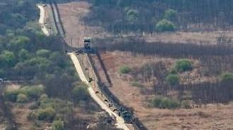 Hàng rào sắt biên giới của Hàn Quốc được gia cố bằng thiết bị giám sát không người lái