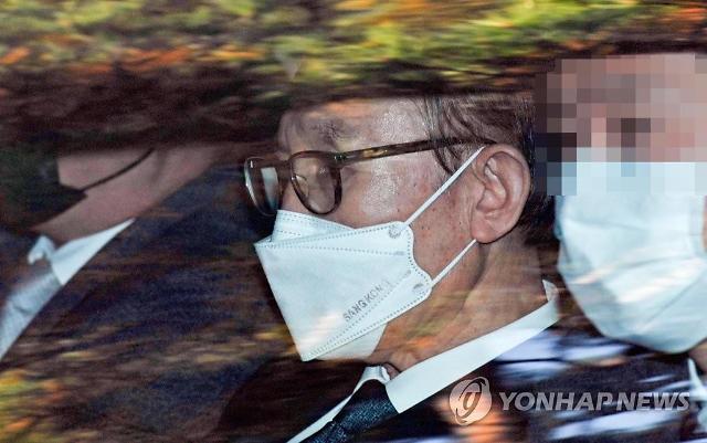 이명박 수감된 동부구치소서 184명 무더기 확진…MB 음성