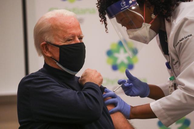 [포토] 화이자 코로나19 백신 공개 접종받는 바이든