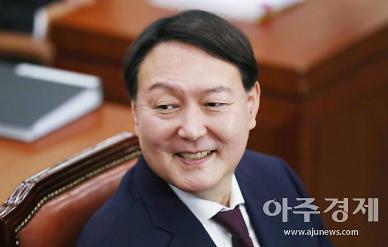 법원 산타, 윤석열에 성탄선물 안겼다…8일만 총장직 복귀(종합)