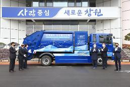 .Southern port city demonstrates worlds first fuel cell-powered garbage truck.