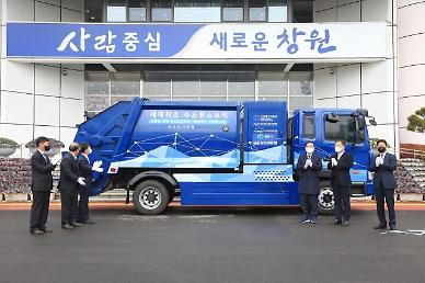 Southern port city demonstrates worlds first fuel cell-powered garbage truck