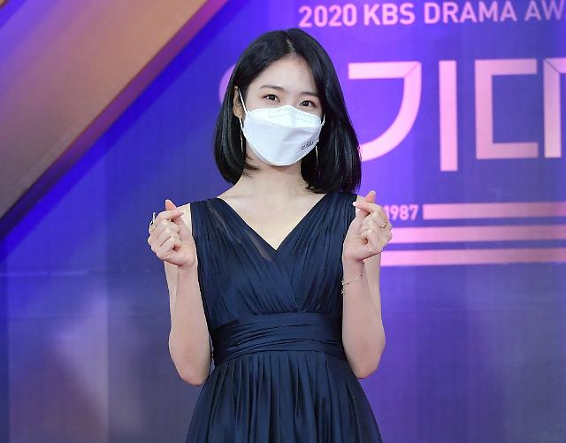 [포토] 신예은, 여자 신인상 수상 (2020 KBS 연기대상)