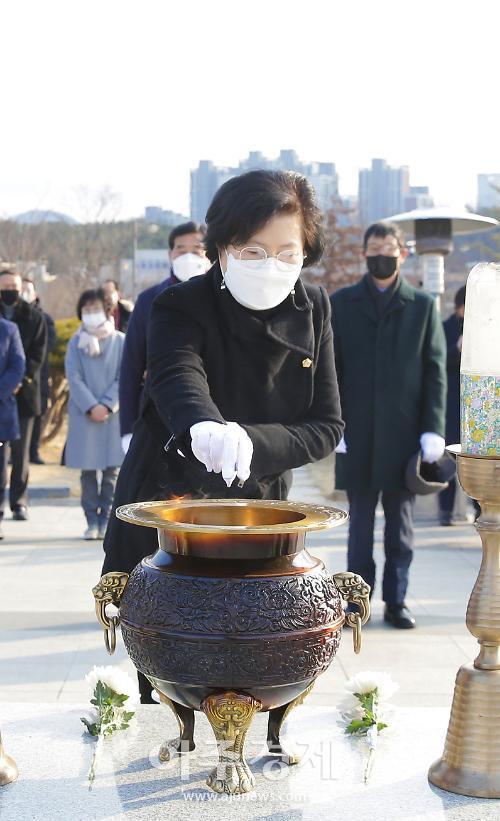 안산시의회 박은경 의장, 신축년 새해 첫 현충탑 참배